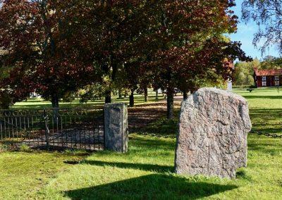 """På stenen står i ungefärlig översättning: """"Kafli reste denna sten till minne av Geiri, en mycket god tegn, bitu's broders son."""""""