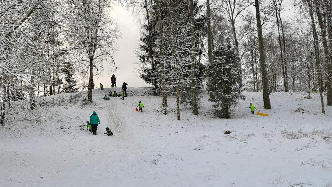 Första snön full fart i backen